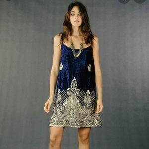 Lenni Velvet Embroidered dress Size S